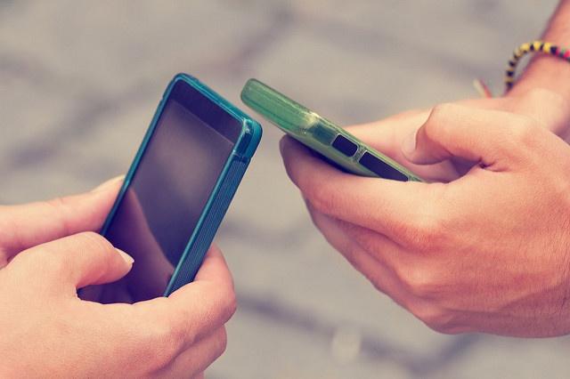 couple-using-smart-phone.jpg
